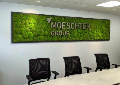 Moosbild mit Schriftzug der Moeschter Group im Besprechungsraum